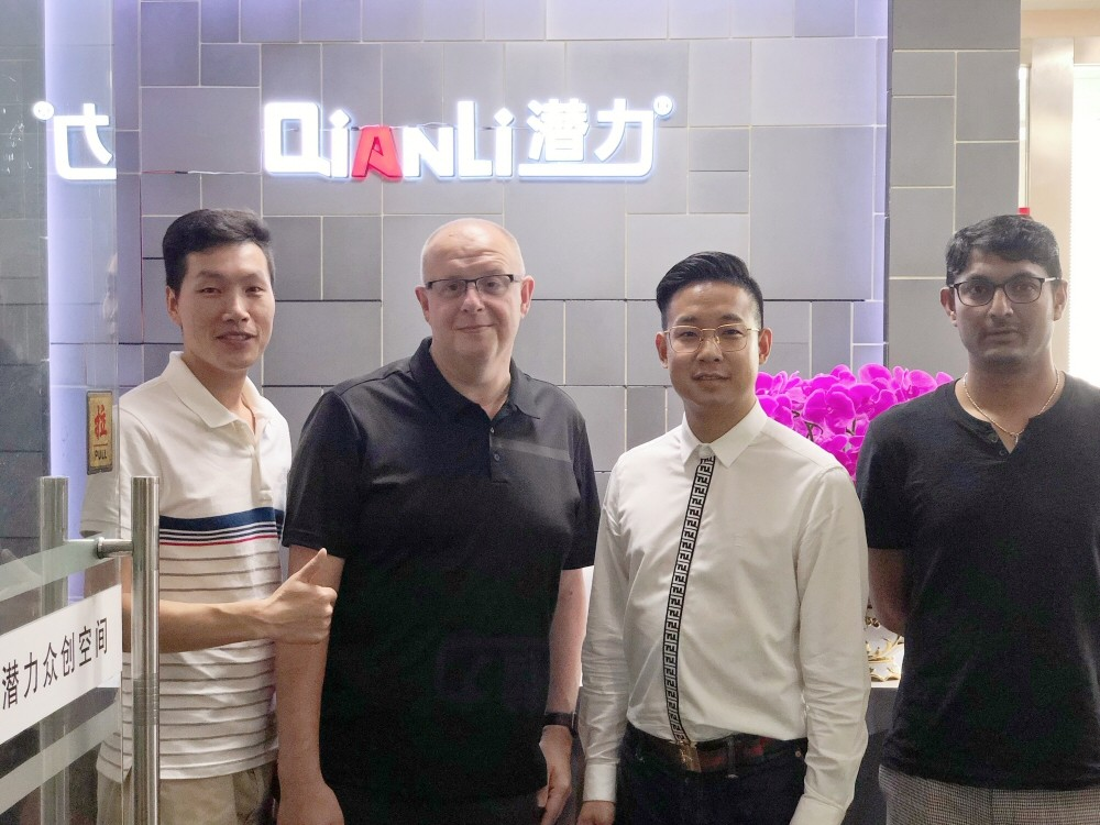 Mick From FoneFunShop meeting Qianli Team at their factory